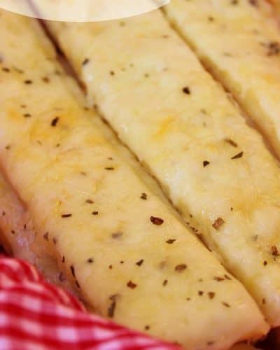 Basket of six Garlic Cheesesticks