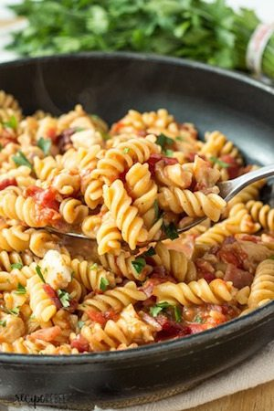 One Pot BBQ Chicken and Bacon Pasta - 30 Minute Back to School Meals