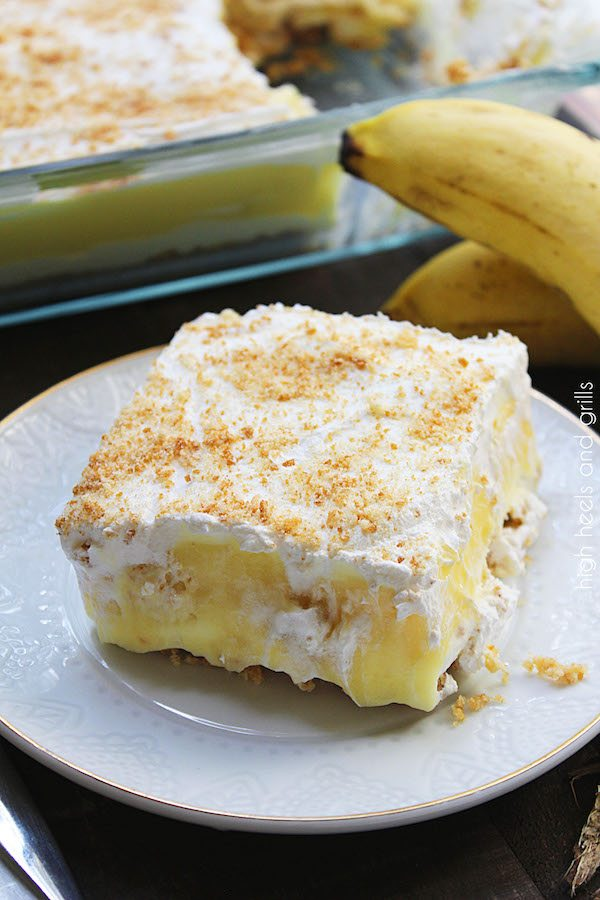 No Bake Banana Pudding Layered Dessert - Vanilla wafers, cheesecake, banana pudding, and whipped topping. It's the banana pudding lover's dream!